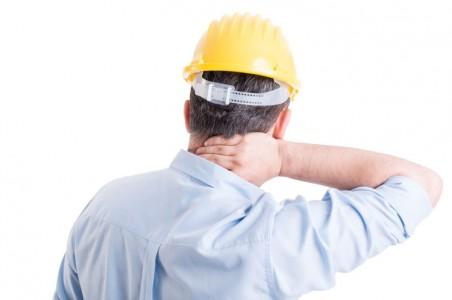 travailleur-douleur-au-cou-chiropratique-drummondville